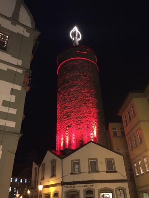 Marktturm von Kitzingen als größte Adventskerze Bayerns